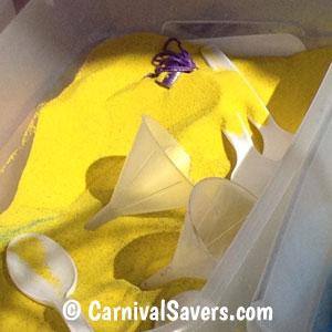 plastic-spoons-and-funnels-for-sand-art2.jpg